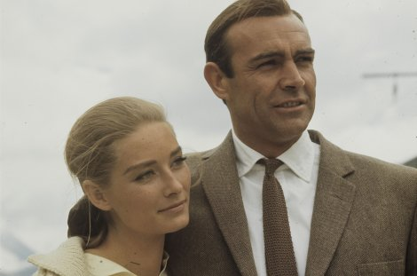 "Sean Connery als James Bond und Tania Mallet als Tilly Masterson in ""Goldfinger"" // © Autor unbekannt – Comet Photo AG (Zürich)"